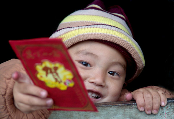 Kid holding red packet
