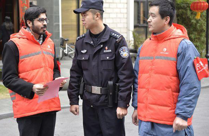 Shanghai Recruits Expats to Help Enforce Firework Ban