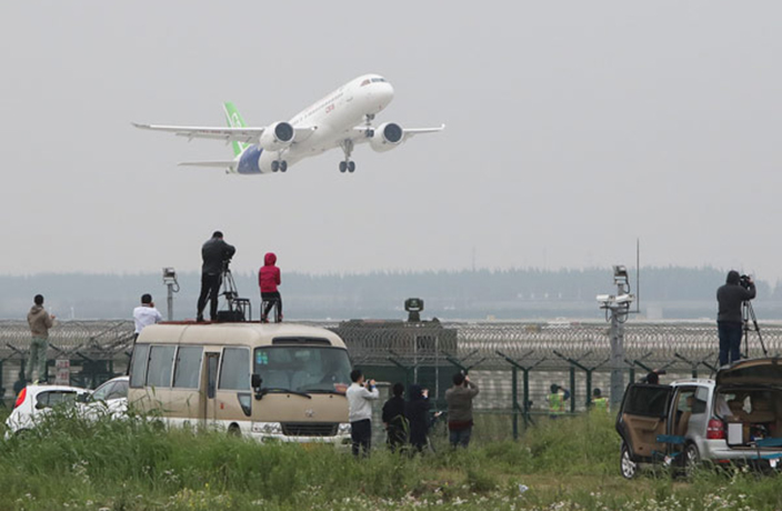 WATCH: First Chinese Passenger Jet Takes Off in Shanghai