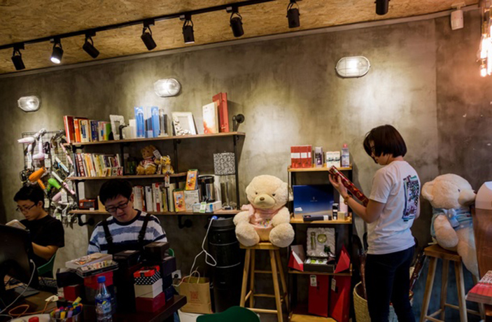 China's First Charity Store Opens in Shanghai