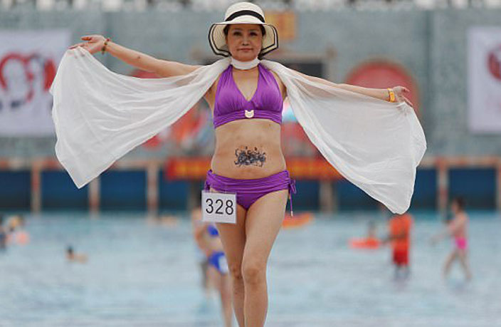 PHOTOS: 400 Seniors Take Part in Bikini Contest in Tianjin