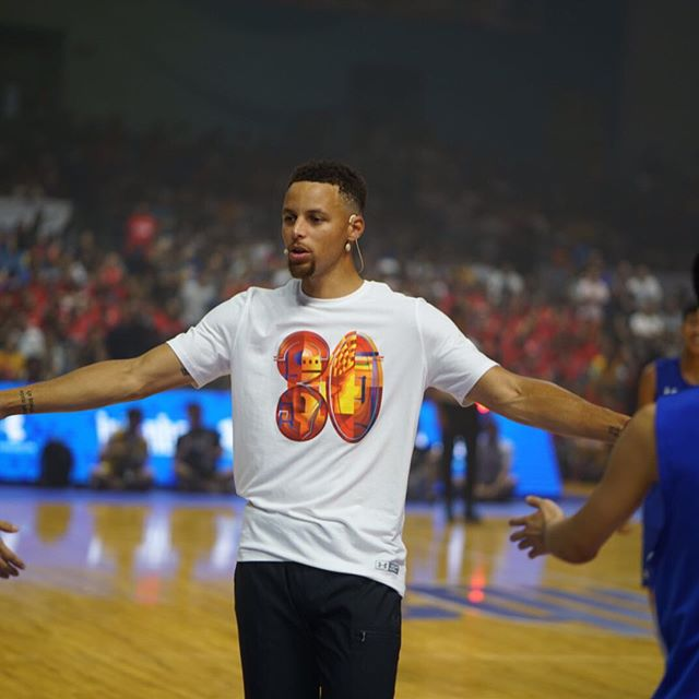 PHOTOS: NBA Star Steph Curry Visits China