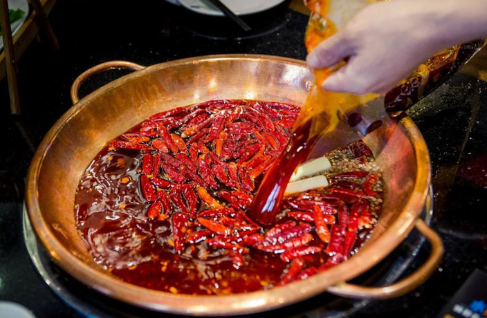3 Arrested for Reusing Oil at Guangzhou Hot Pot Eatery