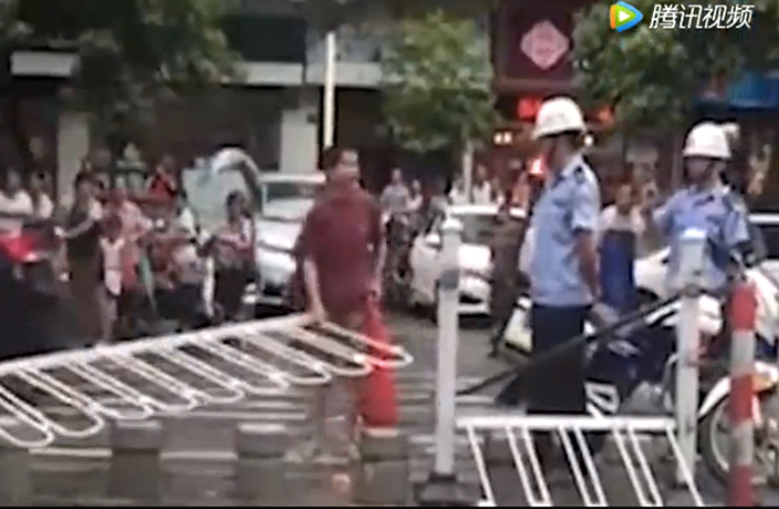 WATCH: Grandpa Tries to Destroy Road Barrier in Foshan