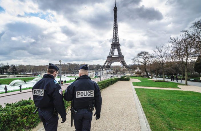 Group of 40 Chinese Tourists Attacked and Mugged in Paris