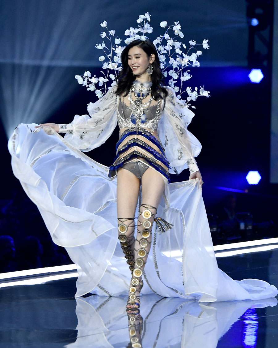 Ming Xi at the Victoria's Secret Fashion Show in Shanghai