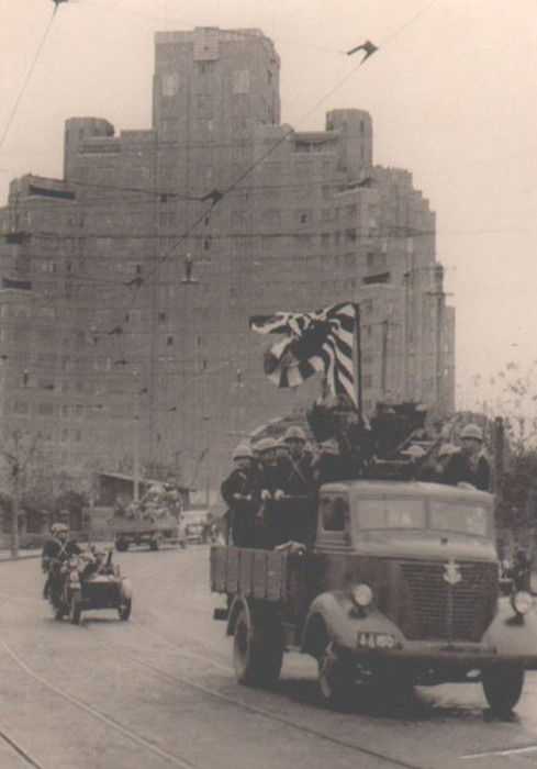 Japanese Special Naval Landing Force marines drive across Garden Bridge (now Waibaidu Bridge) past Shanghai Mansions and onto the Bund on the morning of 8 December, 1941