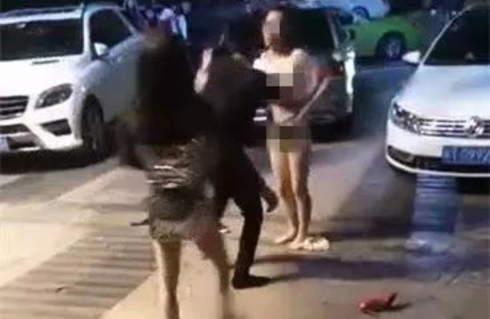 Angry Woman Strips Naked Outside Bar in South China
