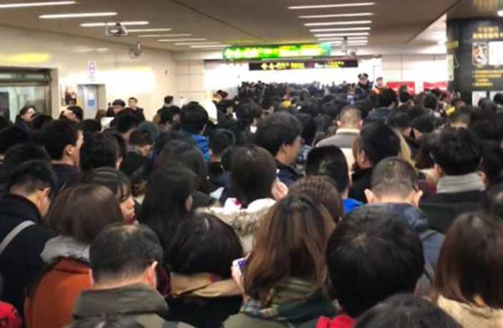 Shanghai Metro Commuters Struggle with QR Codes, Long Lines Ensue