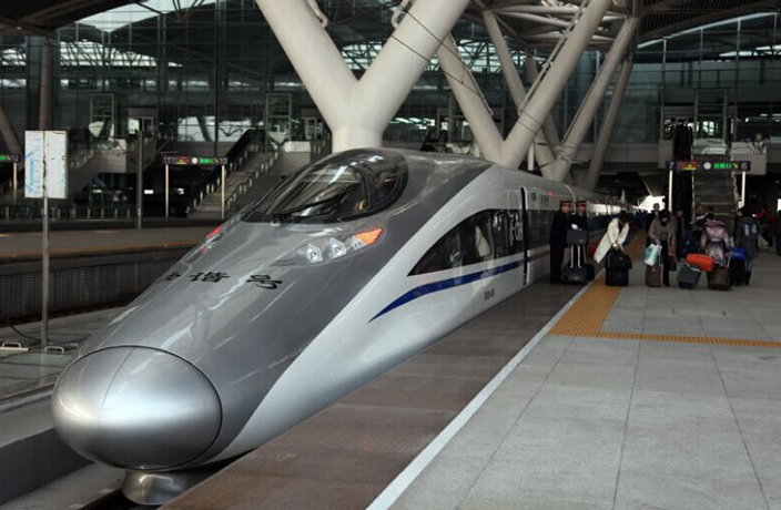 Trains Grind to a Halt on Guangzhou-Shenzhen High-Speed Line