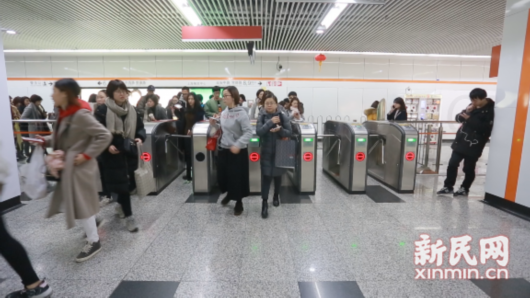 All Shanghai Metro Turnstiles to Get QR Codes By End of the Year