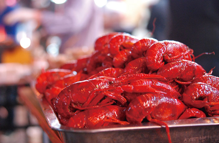 How to Properly Eat Xiaolongxia, China's Favorite Crayfish