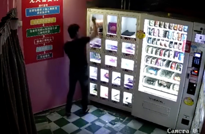 WATCH: Man Steals Sex Doll from Vending Machine in South China