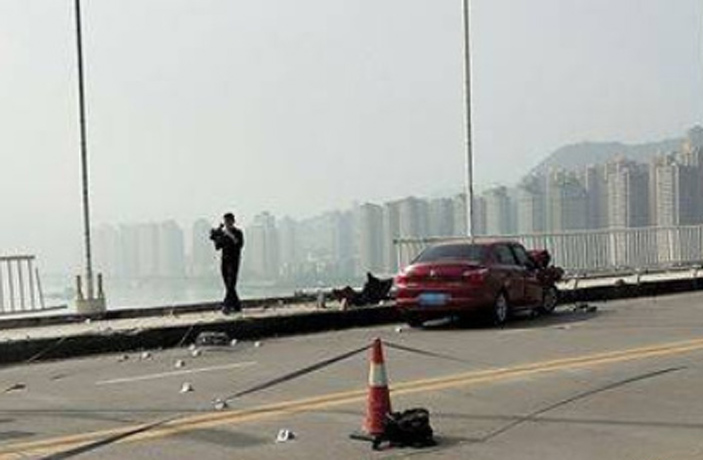 Chongqing Bus Drives Off Bridge Into Yangtze River, 2 Confirmed Dead