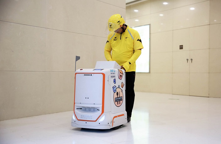 WATCH: Robots Deliver Food To Office Buildings in Shenzhen