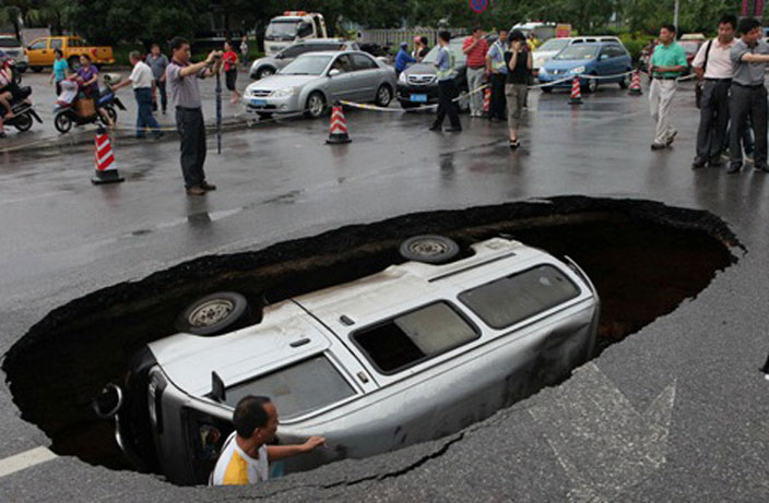 15 Photos of China's Sinkhole Epidemic That Will Terrify You