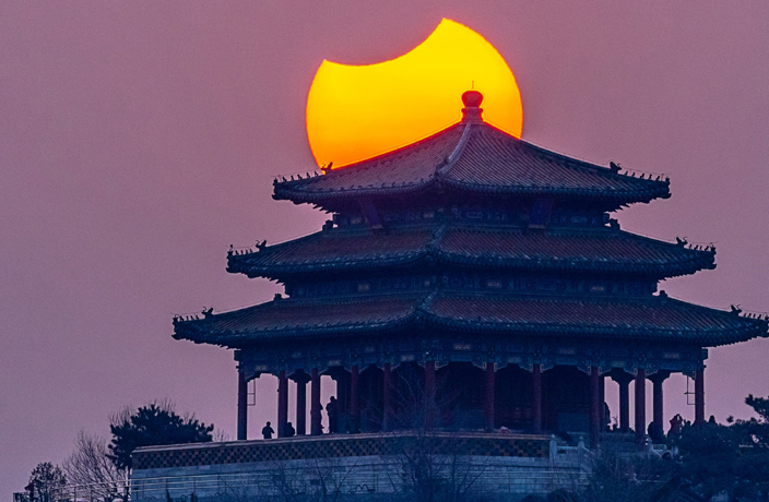 PHOTOS: Solar Eclipse Wows North China Residents
