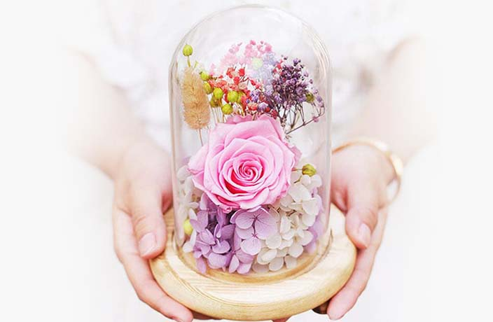 Show Loved Ones You Care with These Stunning Preserved Flowers