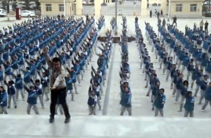 Video of 400 Chinese Students Dancing to Reggaeton Goes Viral