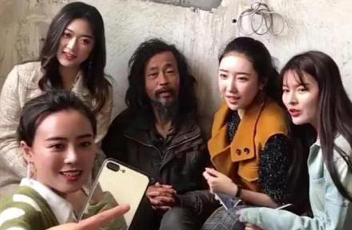 Homeless Shanghai Man Achieves Internet Stardom