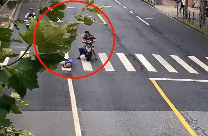 Elderly Woman Fatally Hit By E-Bike Delivery Driver in Shanghai