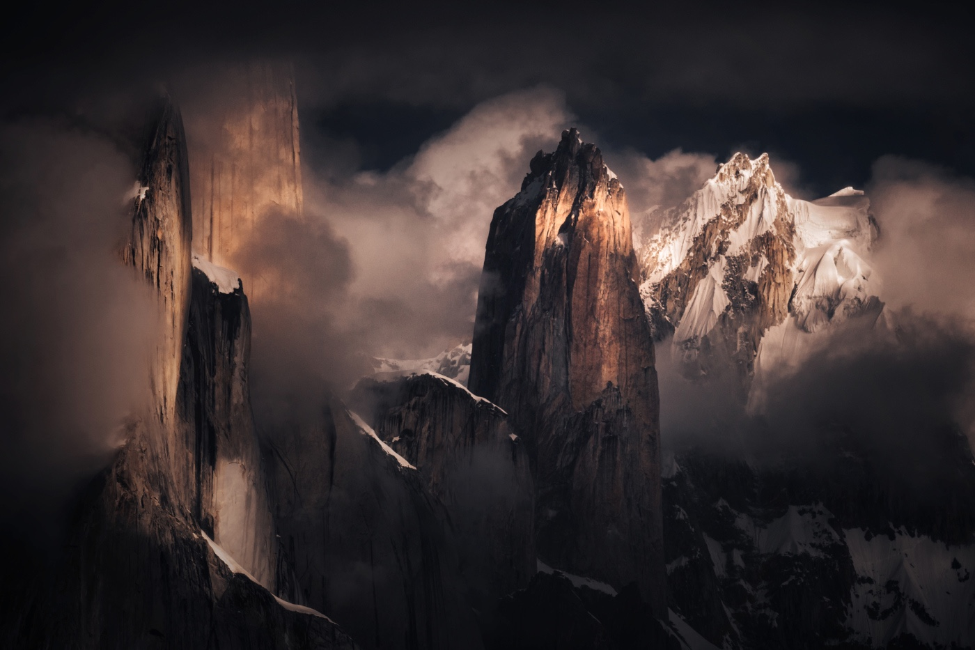Trango-Towers-a-family-of-over-6-000-meter-tall-granite-mountains-lying-in-the-Pakistani-border-with-China-s-Xinjiang-province.jpg