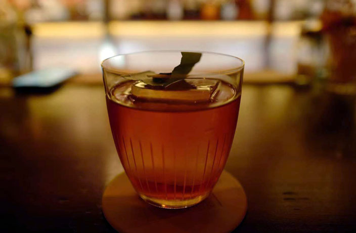 Beijing Bar Review: Alcoholic Association