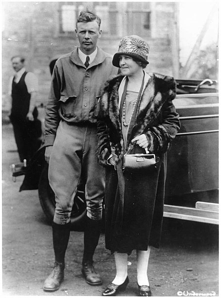 446px-Lindbergh_with_mother.jpg