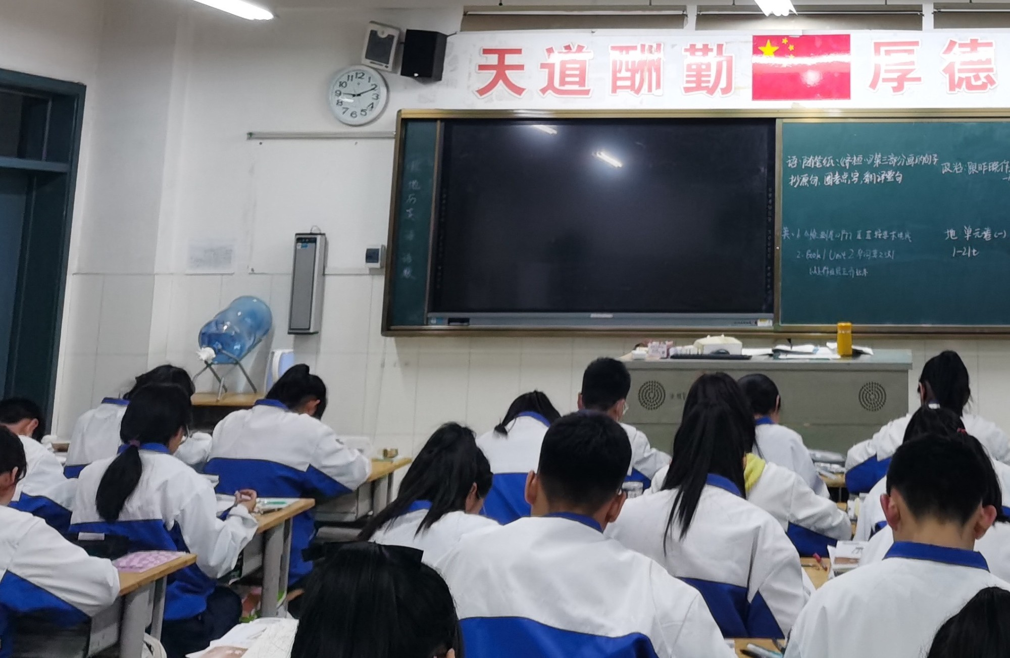 China Considers Dropping English as Core Subject, Again