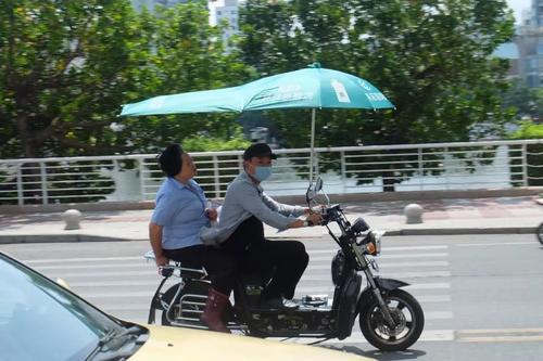 sanya-e-bikes-with-umbrella-cover.jpg